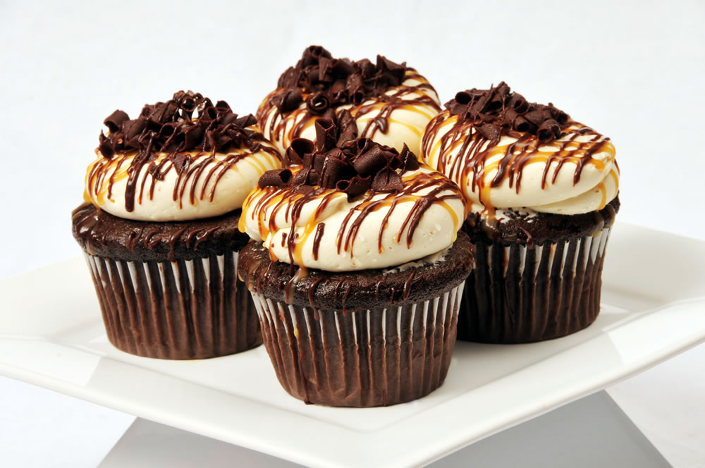 frosting chocolate mayonnaise cupcakes with caramel butterscotch ...